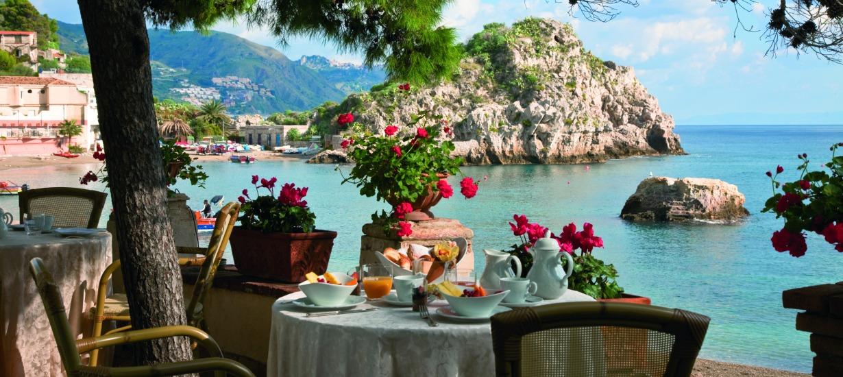 Amazing Beach Front Restaurants Belmond S'aant'Andrea 1