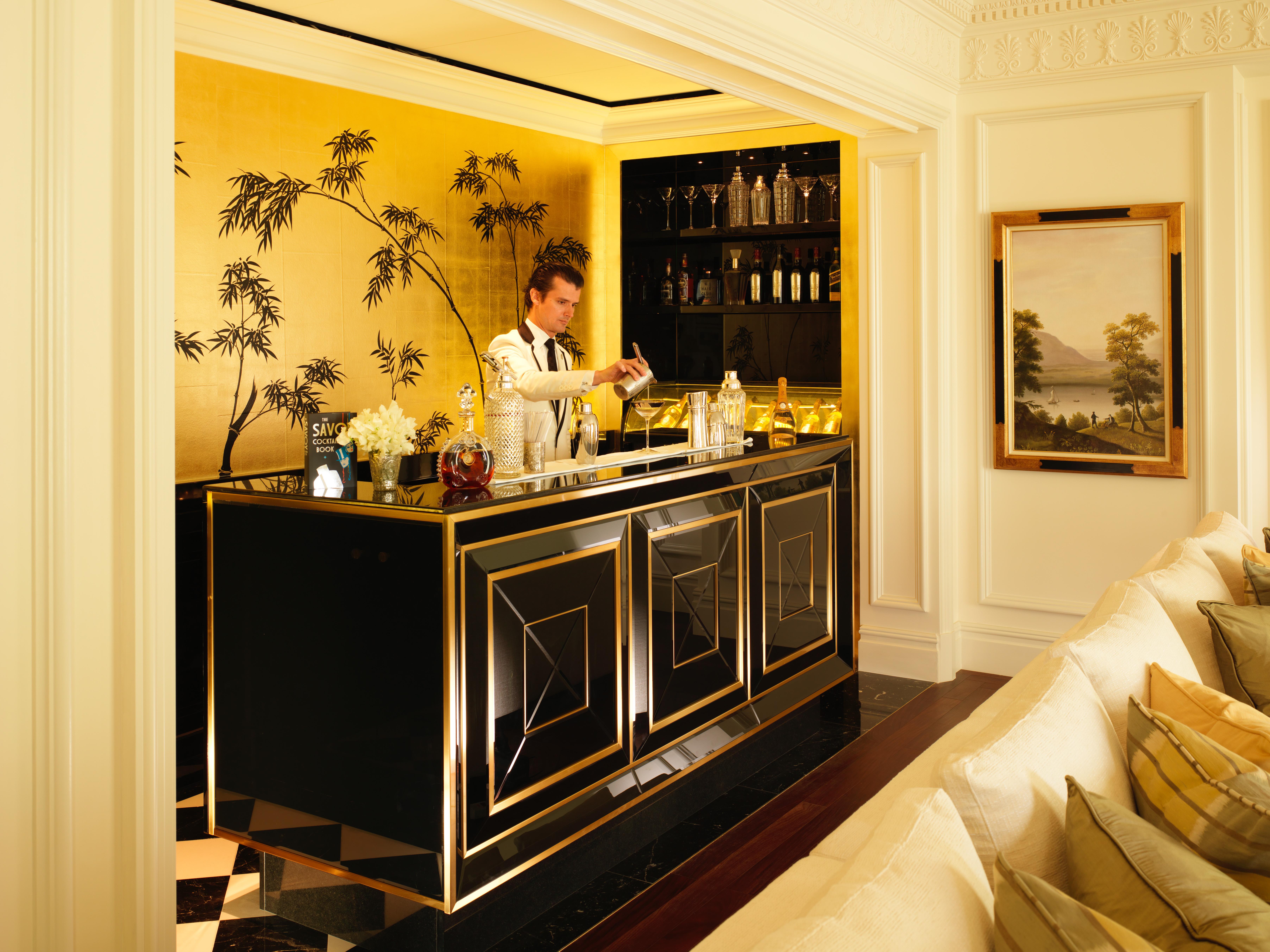 SVY-605 The Savoy Royal Suite Bar with Erik Lorincz