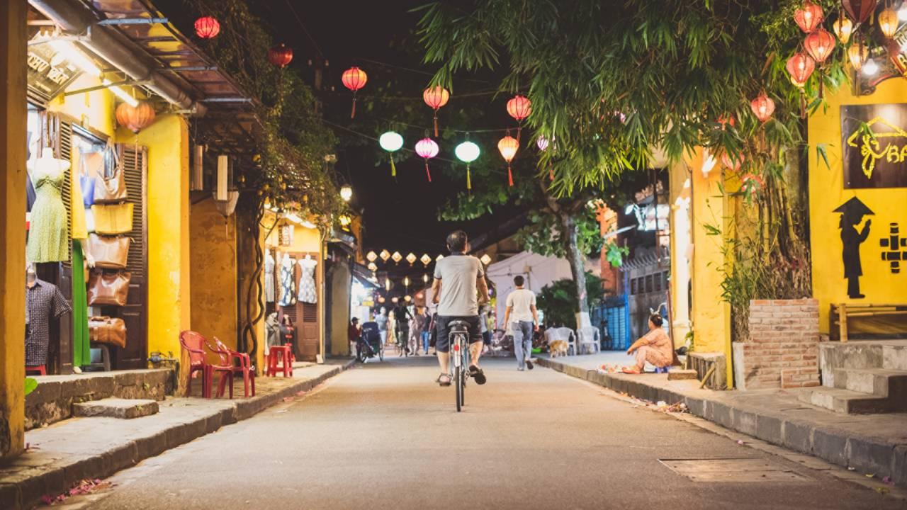 Four Seasons Resort Nam Hai, Hoi An, Hoi An Street at Night