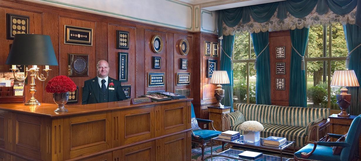Milestone Hotel Lobby - Red Carnations Hotel